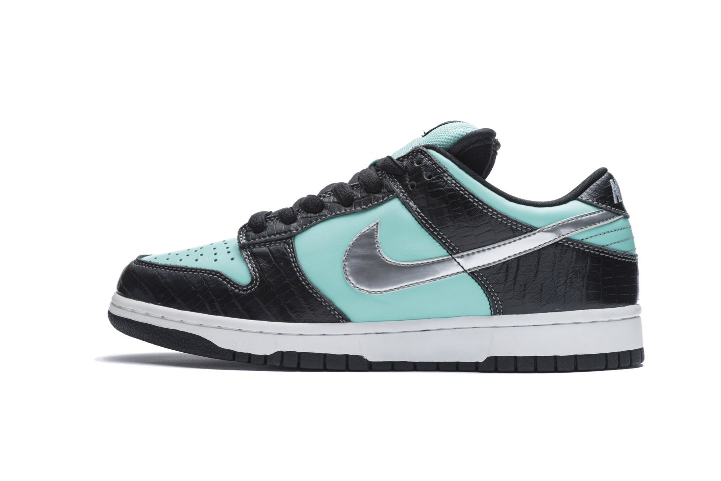 The Nike SB Tiffany Dunks Diamond